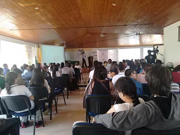 Durante la presentación 16