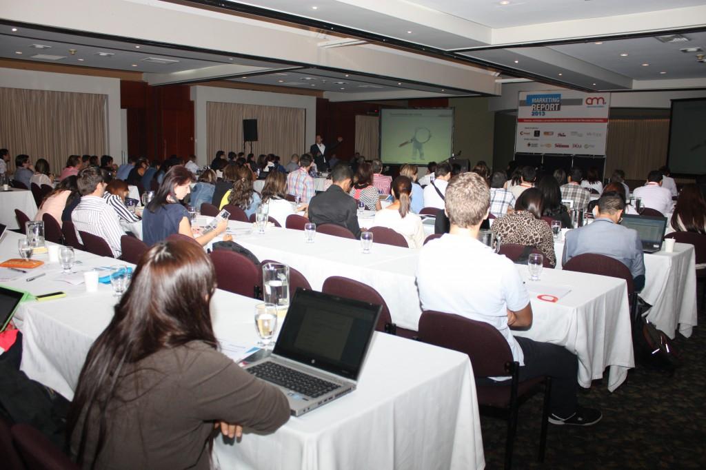 Juan Carlos Mejía Llano en conferencia en el Marketing Report 2013. Muy buena asistencia