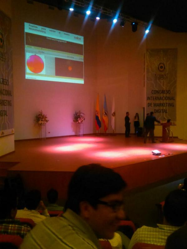 Presentando en Congreso de Universidad del Cundinamarca1
