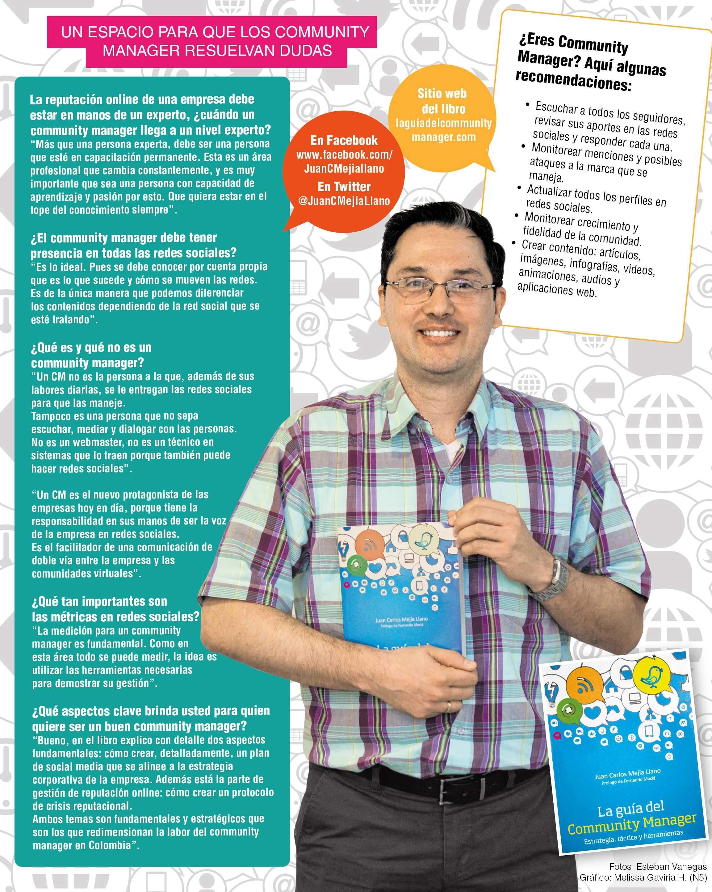Juan Carlos Mejía Lanzando libro La Guia del Community Manager en el principal periodico de Medellín El Colombiano