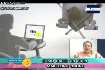 Juan Carlos Mejía Llano hablando de su libro y marketing online en programa de TV de Honduras