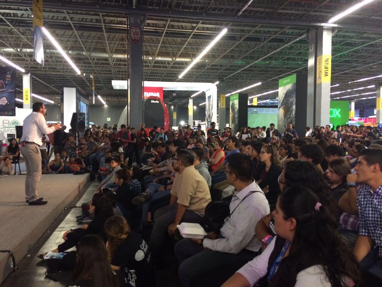 Foto Juan CArlos Mejía en conferencia 82